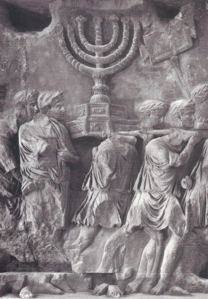 Римские воины несут менору (семисвечник) из Иерусалимского Храма. Триумфальная арка Тита в Риме.